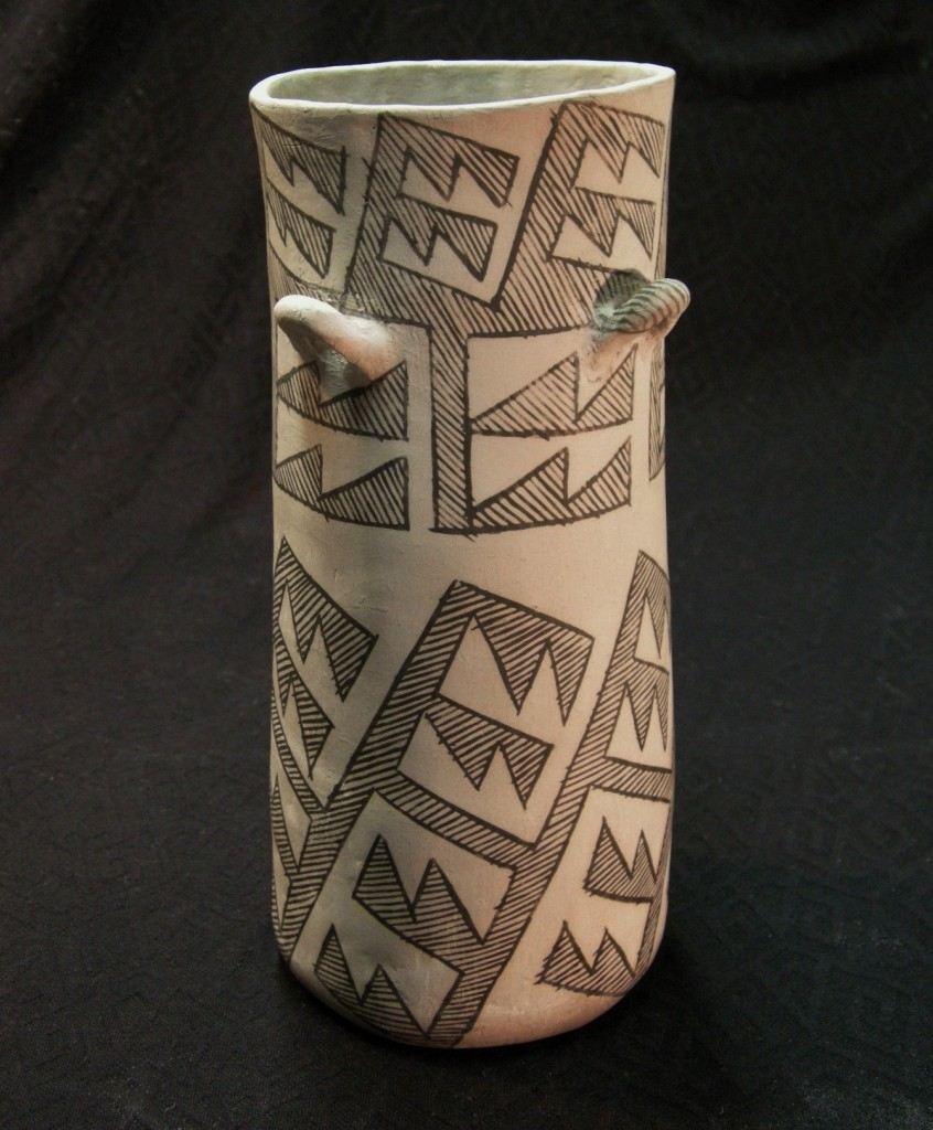 This is my favorite cylinder jar. I particularly like the split action of the artwork, which is unique in these forms.